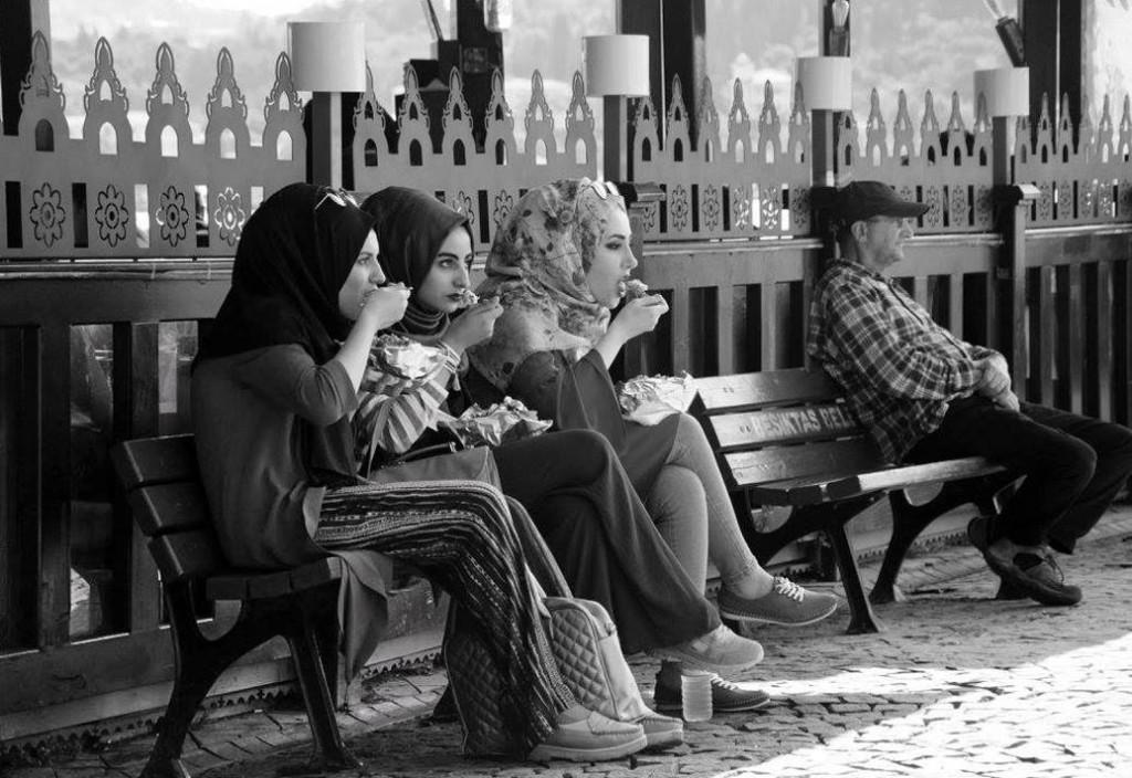 1. İzzet Keribar Boğaziçi Fotoğraf Kupası Mansiyon Ödülü Nazime Kuyucuoğlu